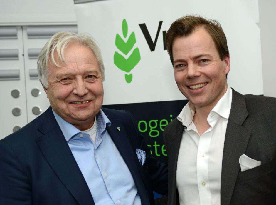 Viken Skog SA og Norske Skog AS har hatt et tett samarbeid om å sikre nok tømmer til industrien gjennom 2017. Både Olav Breivik i  Viken og Lars Sperre i Norske Skog er glad for det gode gjensidige samarbeidet.