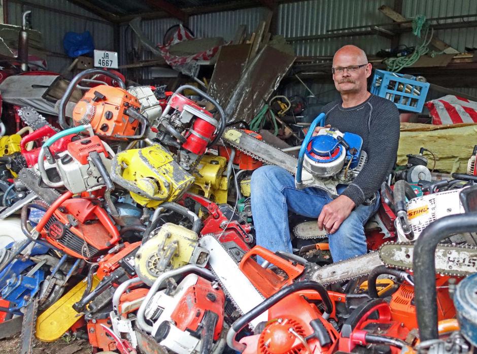 Erik Foss har over 400 motorsager. Han skal lage sitt eget museum.