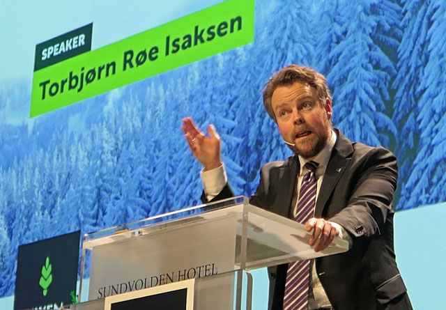 Næringsminister Torbjørn Røe Isaksen var offensiv på skognæringens vegne under Tømmer & Marked.