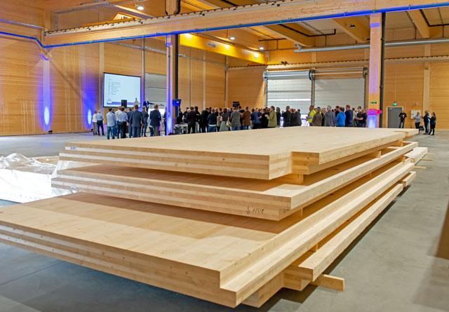 Splitkon skal produsere massivtreelementer for framtidige norske bygg. Her fra åpningen 30. april.