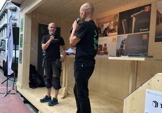 Tømrerlærling Ingvill Thune fortale om hvorfor hun satser på tre under Skogeierforbundets arrangement i Arendal. Her i samtale med Aasmund Bunkholt i Trefokus.