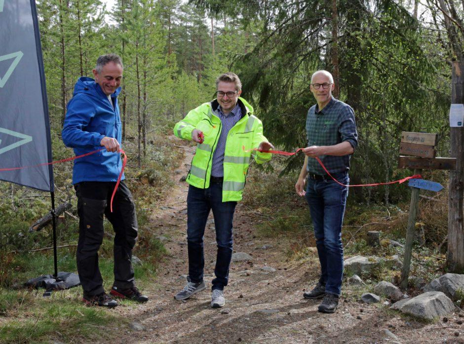 Gudmund Nordtun, Magne Vikøren og Endre Jørgensen under åpningen av skiltstien.