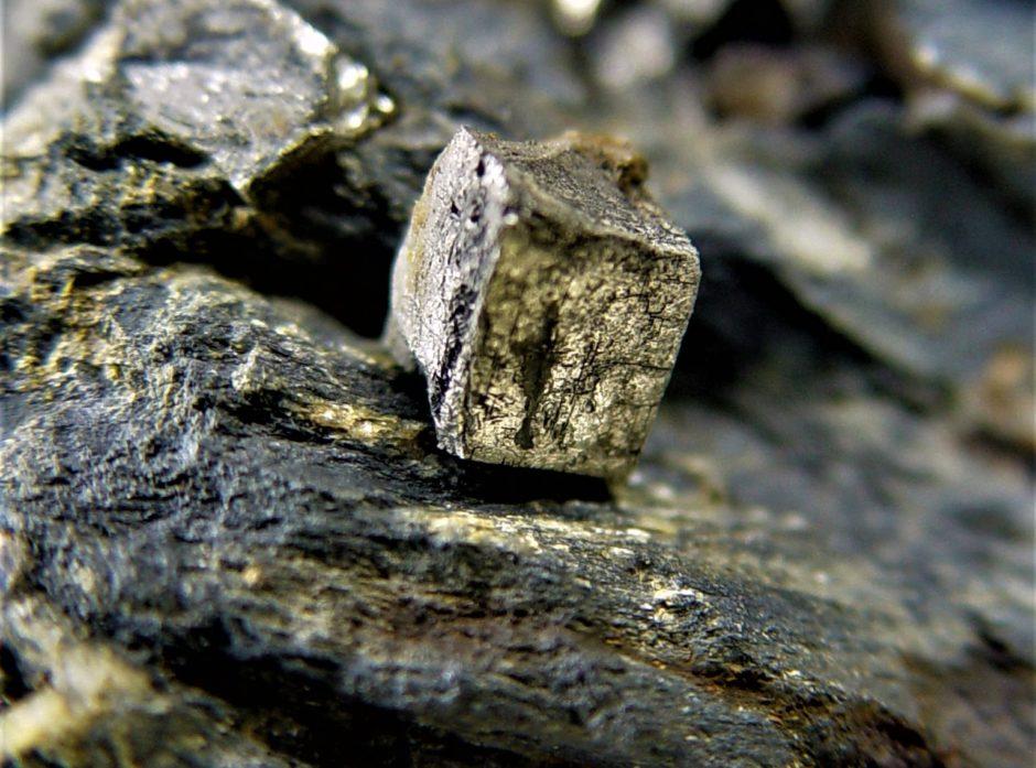 Svovelkis er vanlig i norske fjell. Svovelkis består av jern og  svovel. Foto: NGU