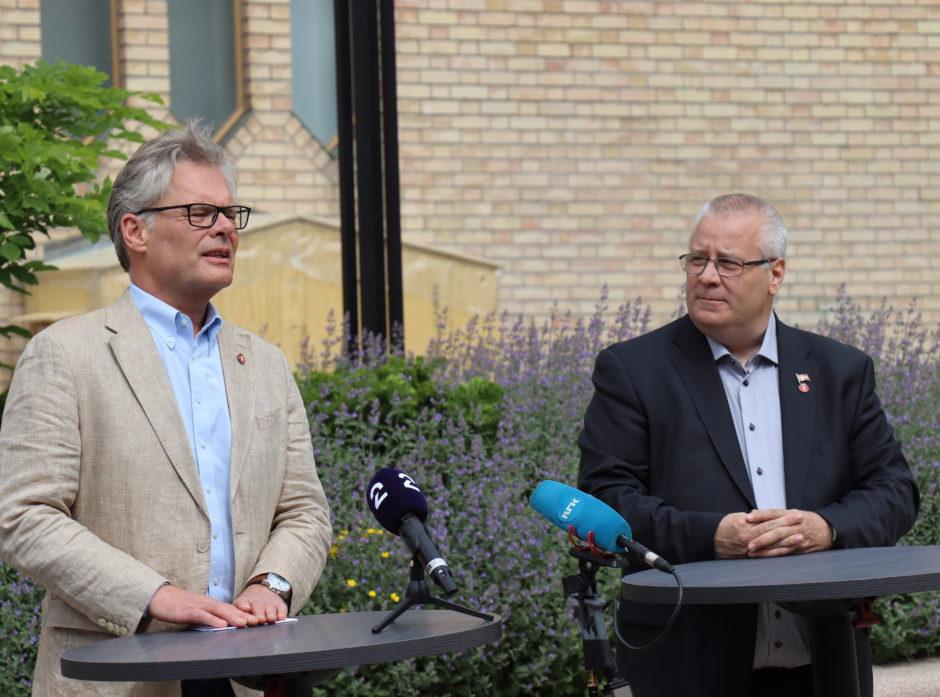 Hans Andreas Limi og Bård Hoksrud på Frps pressekonferanse om revidert nasjonalbudsjett 2021.